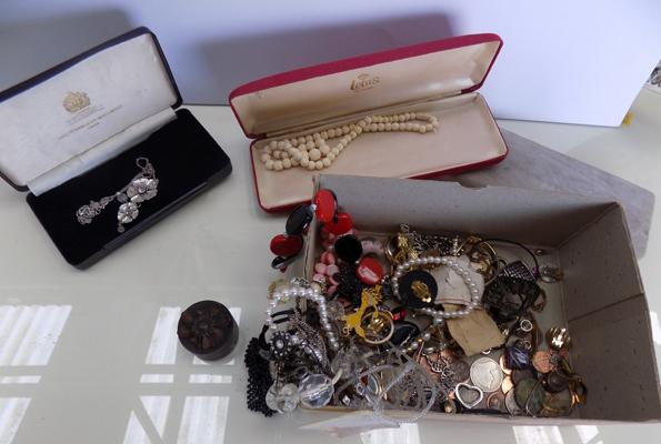 Box of costume jewellery, incl. thimbles
