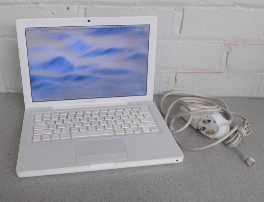 Apple Macbook G4.1 with office and wireless W/O