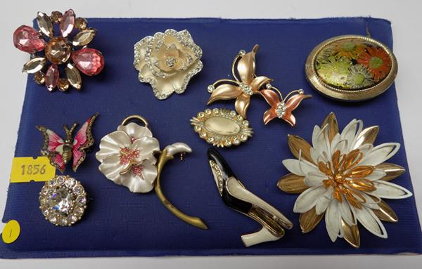Selection of brooches - some vintage