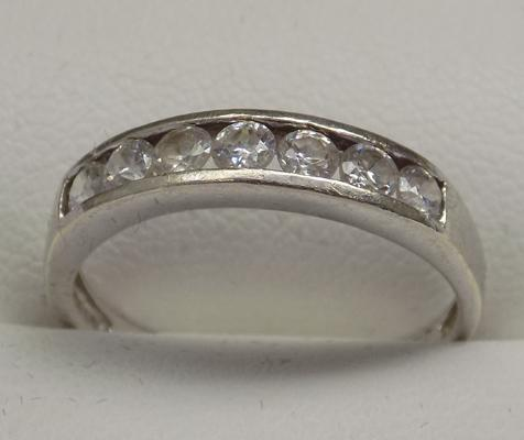 9ct gold half eternity ring, size N 1/2
