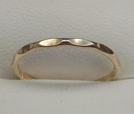 9ct gold fancy cut, nut style ring, size O