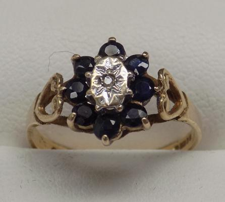 9ct gold sapphire & diamond, cluster ring, size M