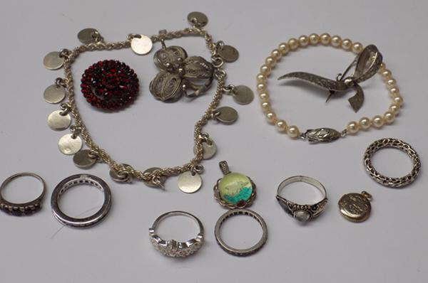 Selection of silver and white metal items incl. rings, bracelets and brooches