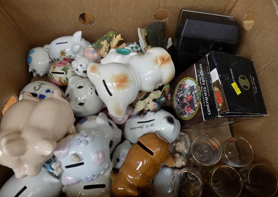 Box of mixed collectables incl. pigs