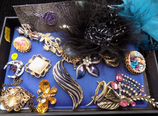 Selection of vintage brooches