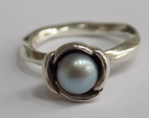Silver Pandora ring with cultured pearl - approx. size I to J