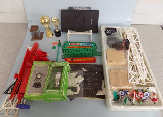 Box of Subbuteo, incl. floodlights etc...