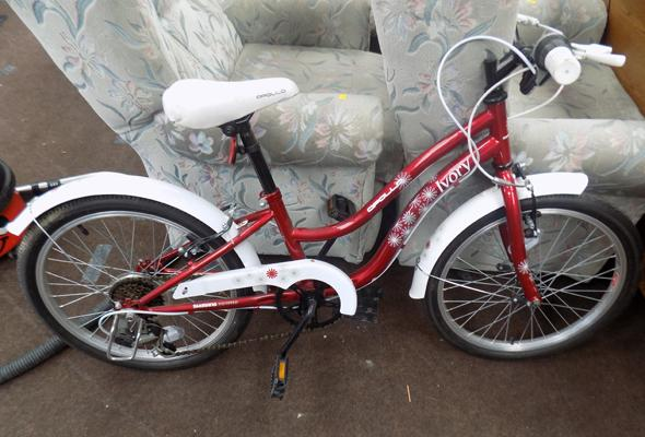 Apollo ivory kids bike