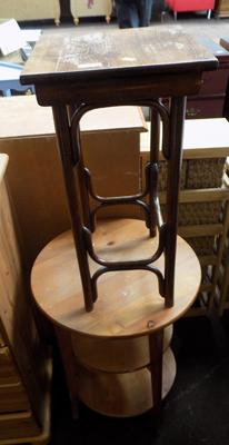 2x Small occasional tables