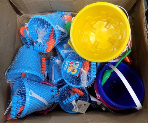Large amount of bucket and spade sets