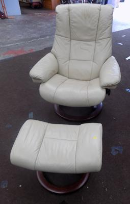 Stressless Easy-chair and foot stool