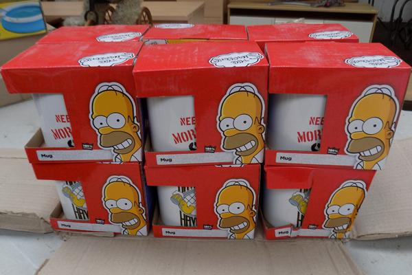 12 Simpsons cups