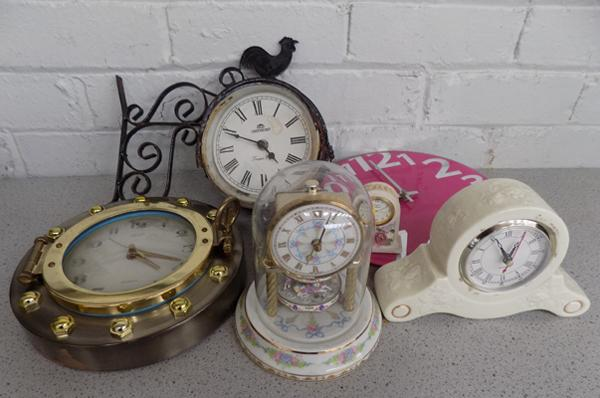Box of mixed clocks