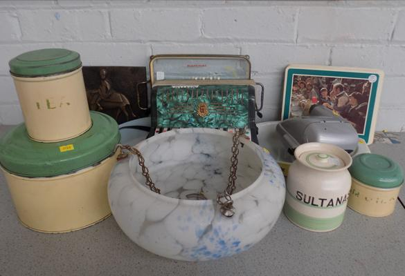 Mixed box of retro collectable items
