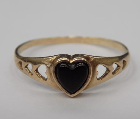 9ct gold black onyx heart signet ring, size N