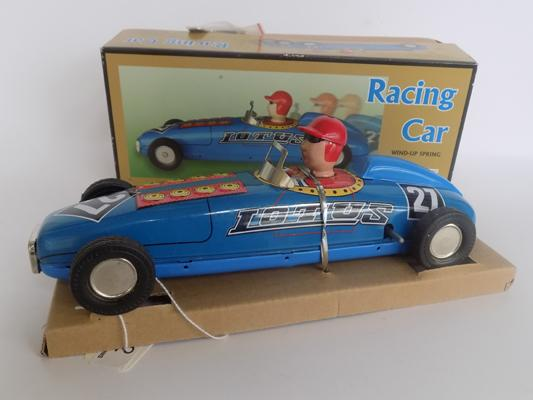 Tin plate wind up spring racing car