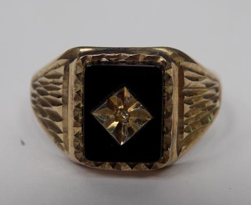 9ct gold black onyx & diamond signet ring - size P 1/2