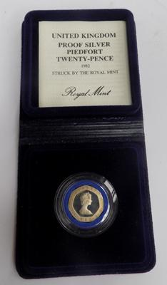 1982 twenty pence piece with Certificate of authenticity in presentation box