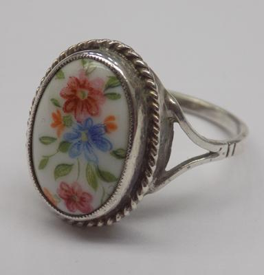 Vintage silver ring with 'floral pattern on porcelain' centre - approx. size P1/2 - hallmarked silver
