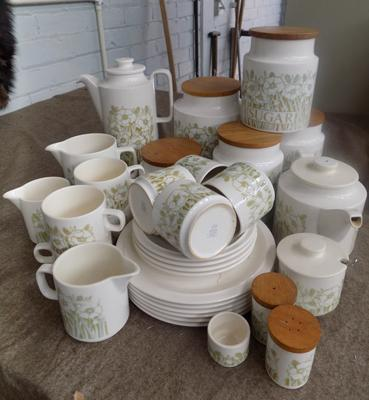 Hornsea 'Fleur' dinner set + kitchen accessories