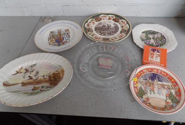 Selection of collectable plates, incl. Mason & Wedgwood