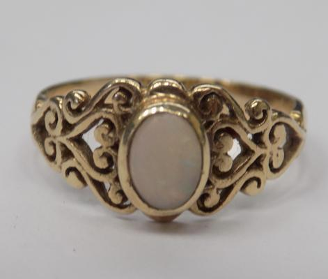 9ct gold opal ring - ornate shoulders, size N 1/2