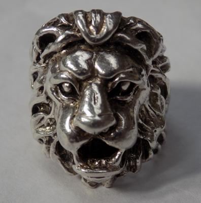 Gent's heavy solid silver lion ring