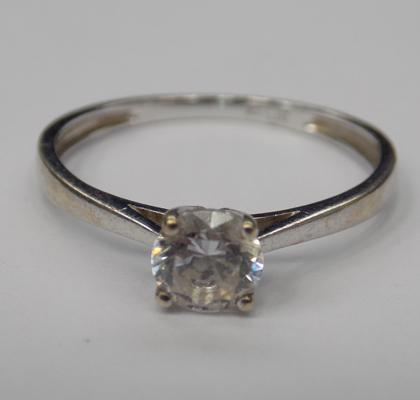 9ct white gold solitaire ring - size K 1/2
