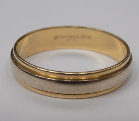 18ct gold, two tone, wedding band, size V 1/2