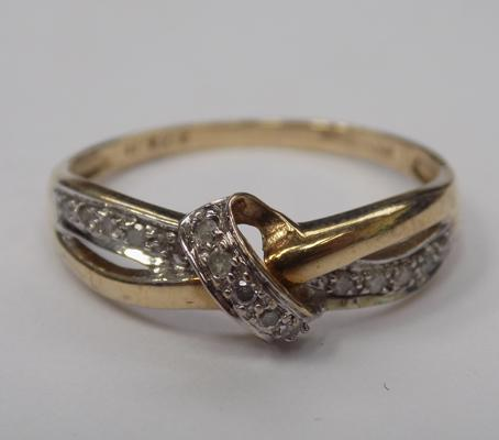 9ct gold diamond crossover knot ring - size Q