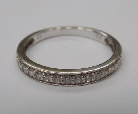 9ct gold half eternity ring - size K 1/2