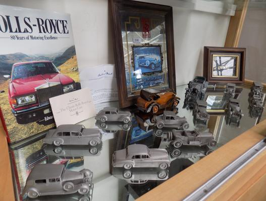 Collection of Rolls Royce collectables, incl. 12 Danbury mint pewter vehicles (4 slightly damaged)
