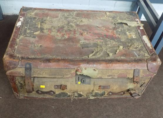 Vintage travel case - well worn