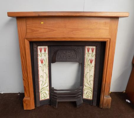 Art Deco fire place + pine surround