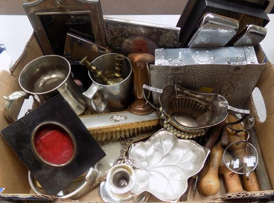 Box of mixed metalware, EPNS, silver plate & other collectable items