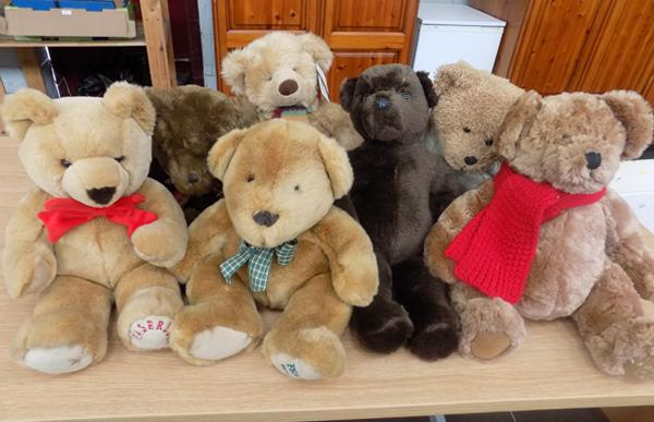Collection of 7 good quality teddy bears