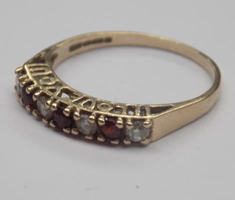 Vintage 9ct gold ring with an 'I love you' setting with cubic zurconia stones and garnet gemstoned - approx. size J