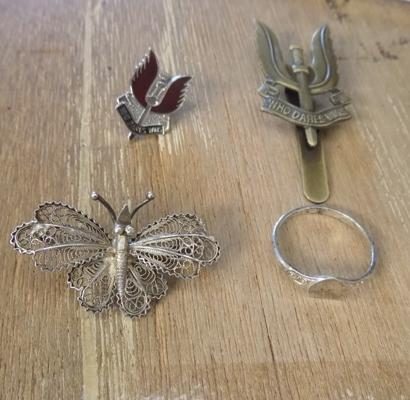 Silver brooch (a/f), silver ring & 2x Who Dares Wins pin badges