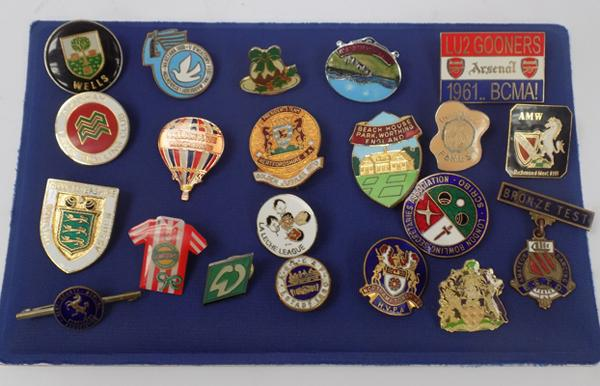 Large collection of vintage badges