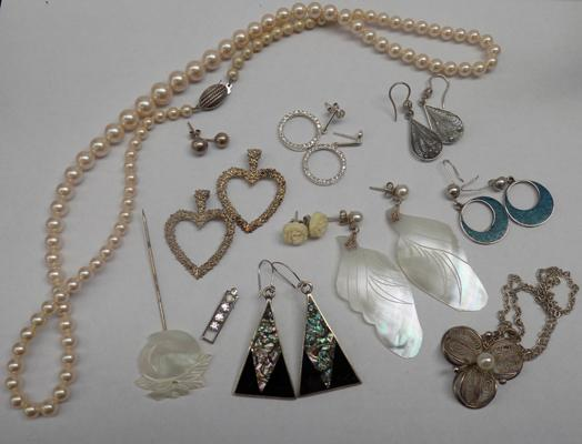 Selection of silver & white metal jewellery