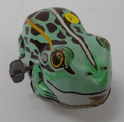 Vintage 1960's Japanese, No. 2125, tinplate clockwork frog with key - W/O