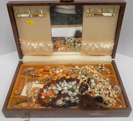 Selection  of costume jewellery, incl. vintage, in jewellery box