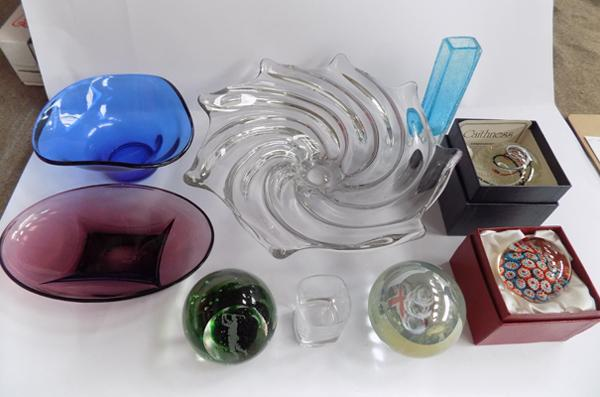 Tray of glass items, incl. Caithness