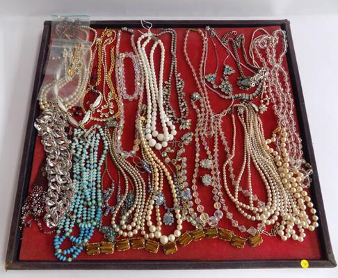 Tray of vintage jewellery