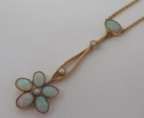 Vintage 9ct gold & opal necklace