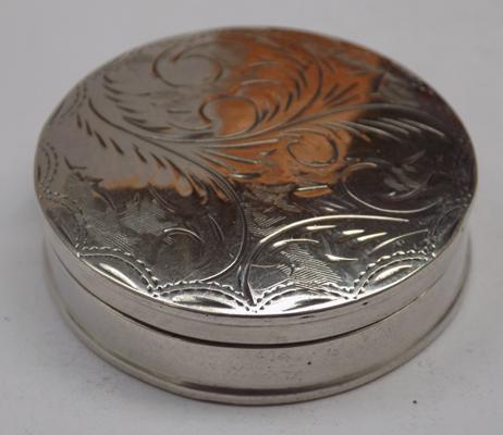 925 Silver round scroll top snuff/pill box London 1973 23.91 gms