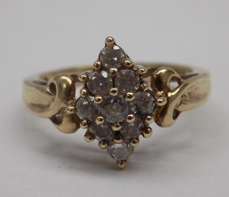 9ct/375 White stone cluster ring size L1/2   2.81gms