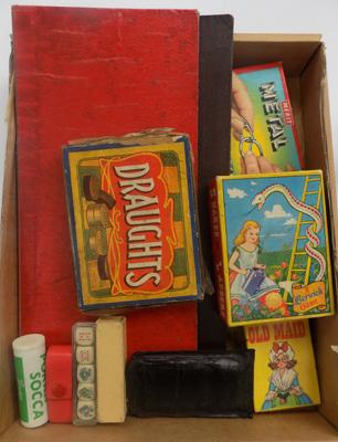 Tray of vintage games
