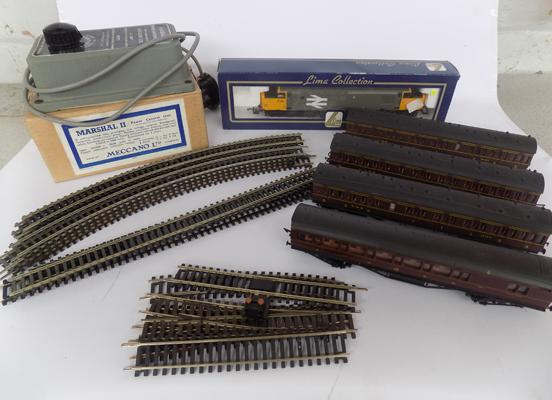 Box of 00 gauge coaches & diesel engine, incl. tracks, points & controller (working order)