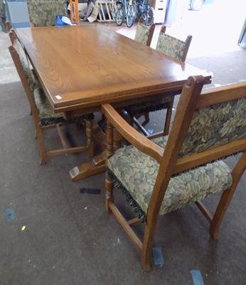Large Oak extending table & 6 chairs